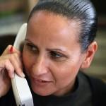 עונים לשיחת טלפון